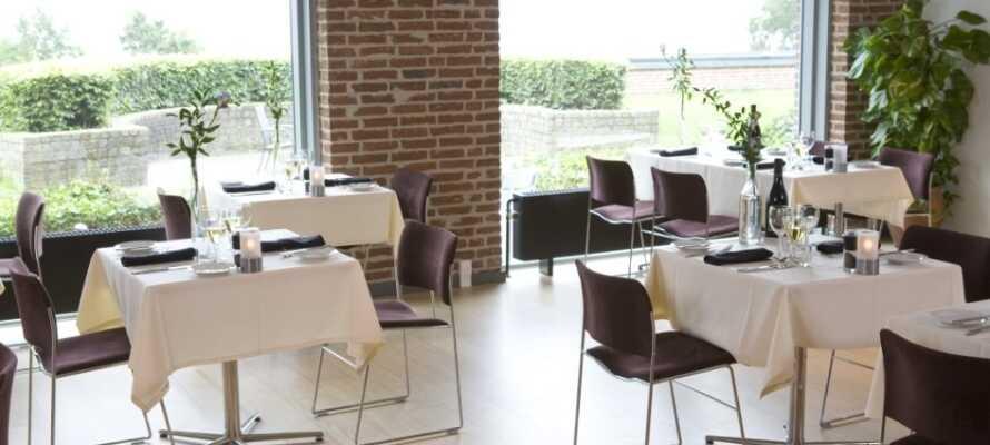 I restaurangen Bellevue kan ni avnjuta god mat och dryck med härlig utsikt.