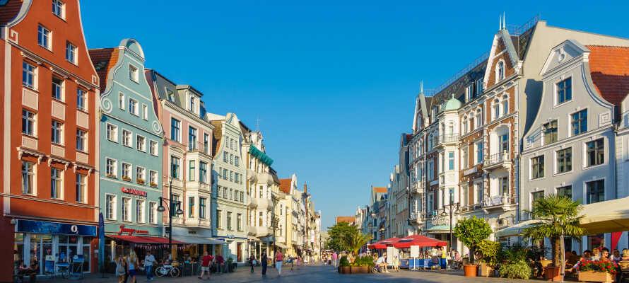Besuchen Sie die schöne Stadt Rostock mit dem historischen Zentrum und einer Menge charmanter Geschäfte mit einem guten Angebot