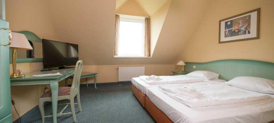 Hotellets rum är ljusa, rymliga och alla har eget badrum