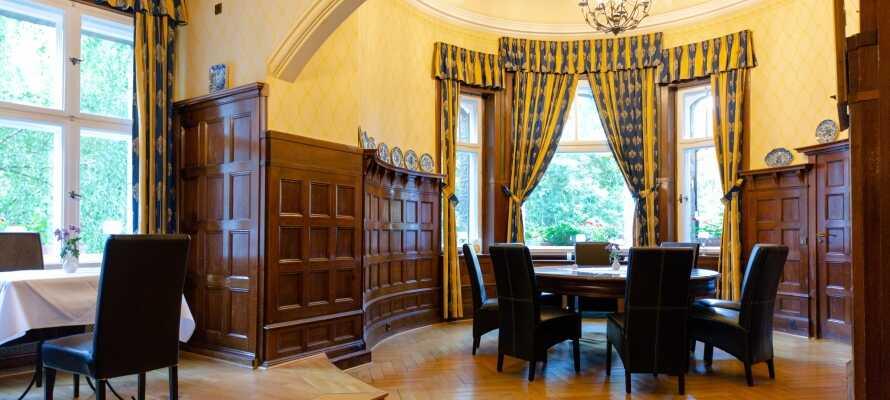 Ringhotel Villa Westerberge har et lite spa med badstue, dampbad og lounge med utsikt til det vakre parkanlegget rundt hotellet.