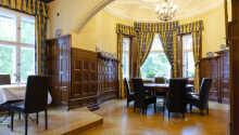 Hotellet præges af en luksuriøs og slotsagtig atmosfære