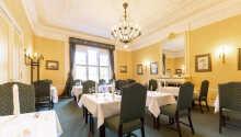 Den flotte restaurant skaber en varm og hyggelig atmosfære
