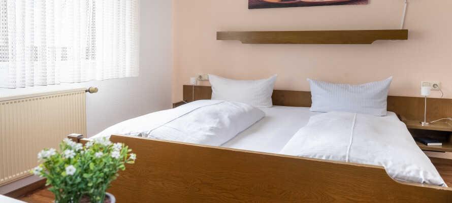 Här erbjuds ni en bekväm bas och god sömn i hotellets moderna rum.