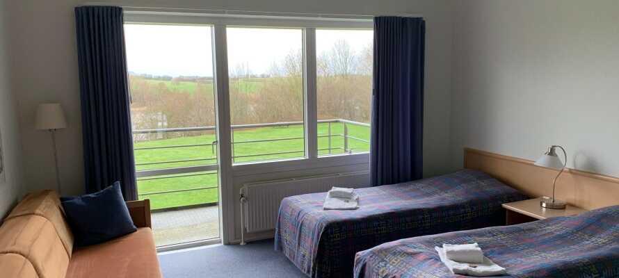 Dubbelrummen är rymliga och har eget badrum samt balkong eller terrass