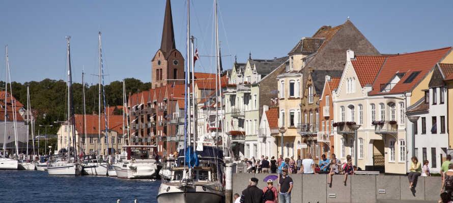 Vackra Sønderborg kan upplevas både på land och från vattnet