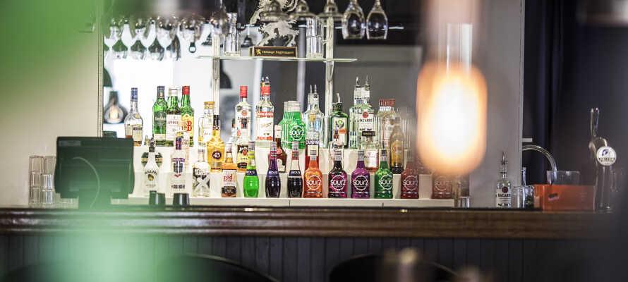 Efter en oplevelsesrig dag, kan I runde af med en drink i hotellets hyggelige bar.