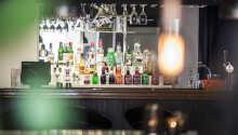 Runda av kvällen med en drink i baren