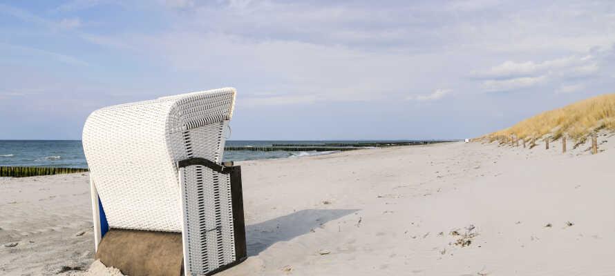 Det er populært å bade på Kühlungsborn ved Østersjøen. Og like ved venter flere flotte strandperler i kjøreavstand fra hotellet.