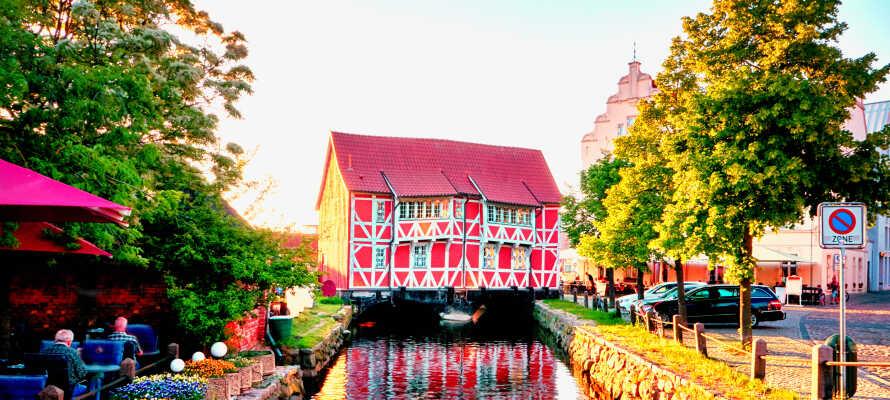 Wismar ist eine charmante Stadt mit Museen, Gastronomie und Einkaufsmöglichkeiten.
