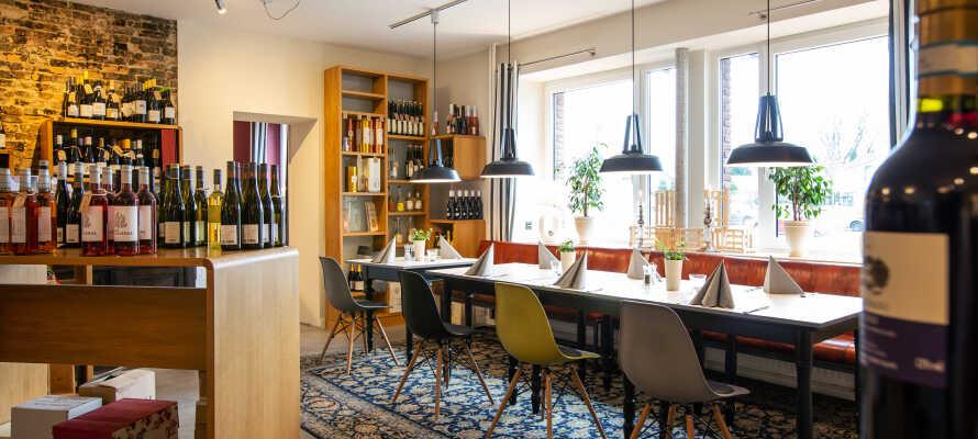Välj och vraka bland det breda utbudet av läckra viner i hotellets egen vinhandel.
