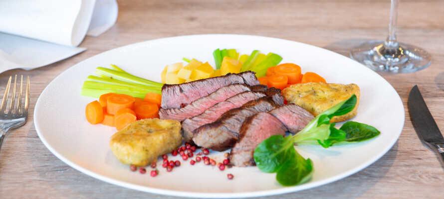 Spis godt under ferien - opholdet inkluderer en voucher som kan bruges i restauranten og vinhandlen.