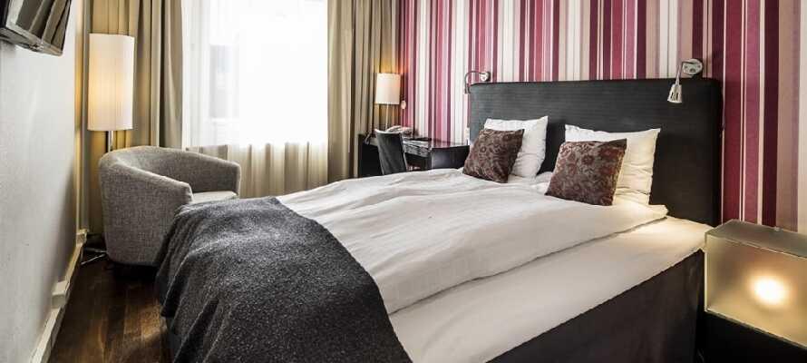Hotellets indnydende værelser danner en behagelig ramme rundt oppholdet.