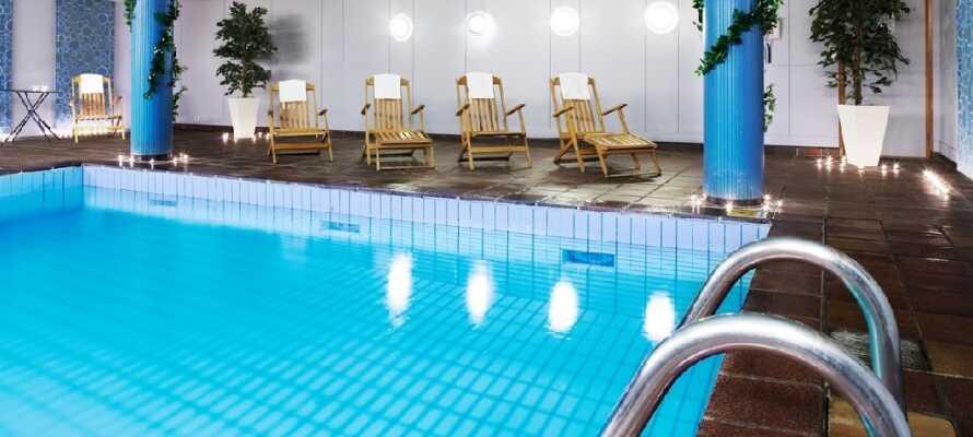 Hotellet har en härlig relaxavdelning med inomhuspool, bastu och gym där ni verkligen kan koppla av!