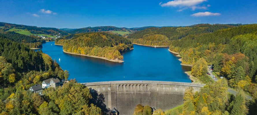 Lite utanför staden hittar ni den imponerande dammen Aggertalsperre som är hela 230 meter lång och 45 meter hög
