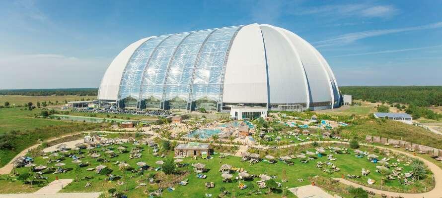 """Resortet er innredet i den tidligere flyhangaren, også kjent som """"Aerium"""", som er den største frittstående hallen i hele verden."""