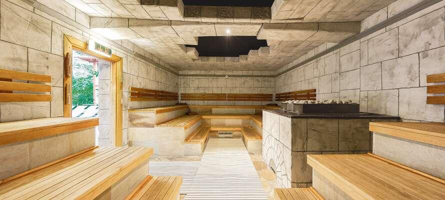 Oppholdet inkluderer også tilgang til resortets lekre badstue -og spaområde på hele 10.000 m²!