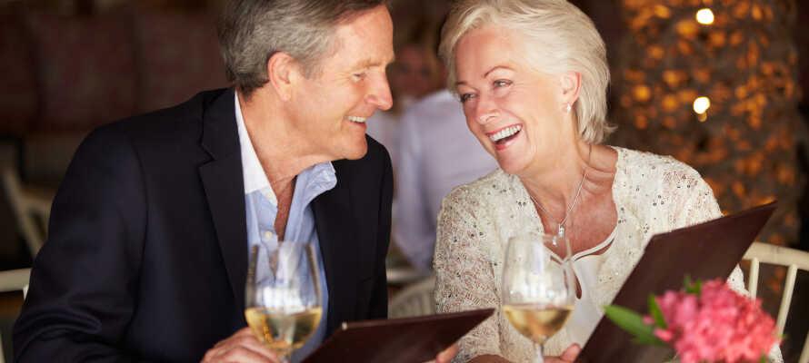Nyt et godt måltid i Restaurant Belvedere som serverer lokale, regionale og internasjonale retter i koselige omgivelser.
