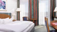 Exempel på ett av hotellets dubbelrum.