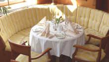 Besøk hotellets restaurant og nyt den gode maten og hyggelige stemningen.