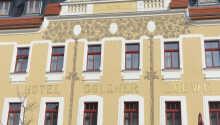 Das Hotel ist ein restauriertes Jugendstilgebäude mit einer netten Atmosphäre und sehr hilfsbereitem Personal.