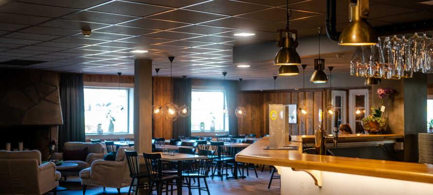 Gylle Hotell Borlänge har en hyggelig atmosfære, og hver morgen serveres det frokostbuffet i restauranten.