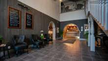 Hotellet byder på en varm og venlig atmosfære, så snart I træder ind på hotellet.