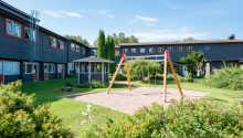 Für Ihren Familienurlaub bietet das Hotel einen Spielplatz im Garten.