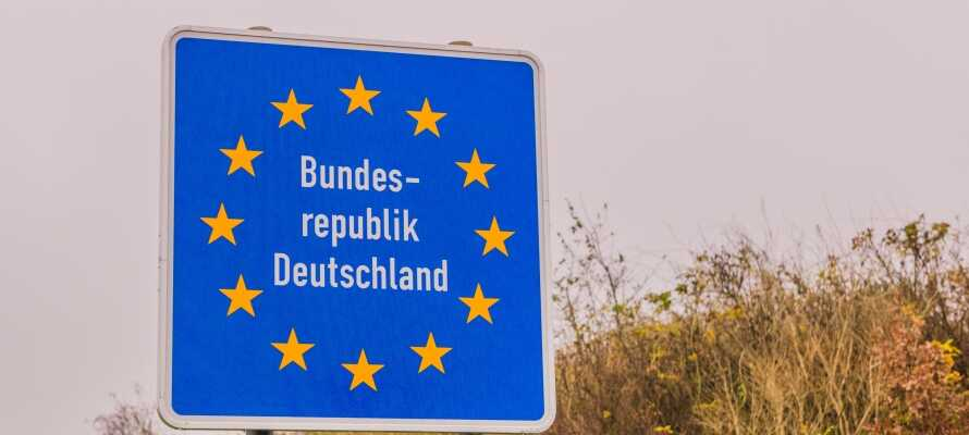 Kør en kort tur ned til den dansk-tyske grænse og nyd godt af de lave priser.