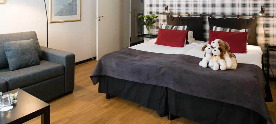 Packa bilen och checka in på ett centralt och familjevänligt hotell i Hudiksvall.