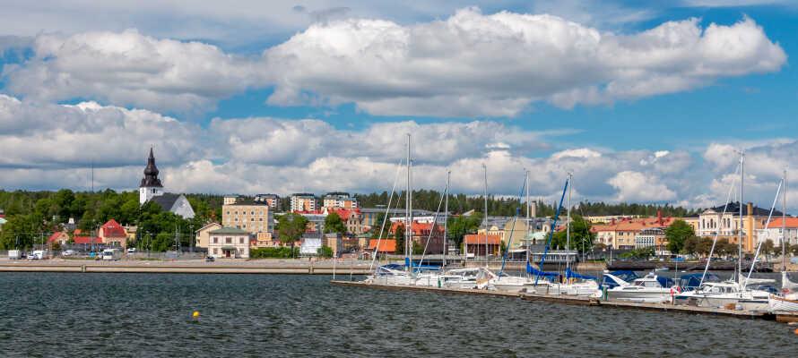 Hudiksvall bjuder på en livlig stadskärna fylld med shopping, restauranger och kultur.