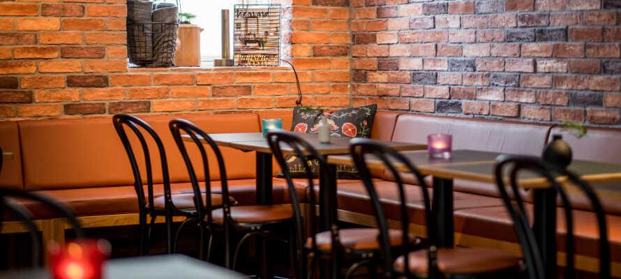 Här erbjuds ni en vistelse i en hemtrevlig miljö, med personligt bemötande och goda drycker i baren.