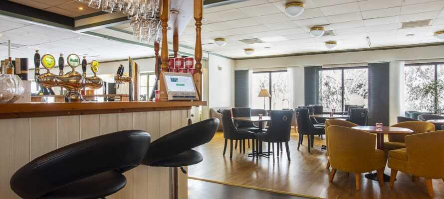 Die gemütliche Bar bietet zwischen 40 und 60 verschiedene Biersorten an