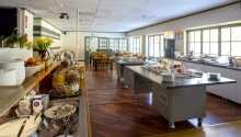 Jeden Morgen serviert das Hotel ein reichhaltiges Frühstücksbuffet mit vielen Leckereien