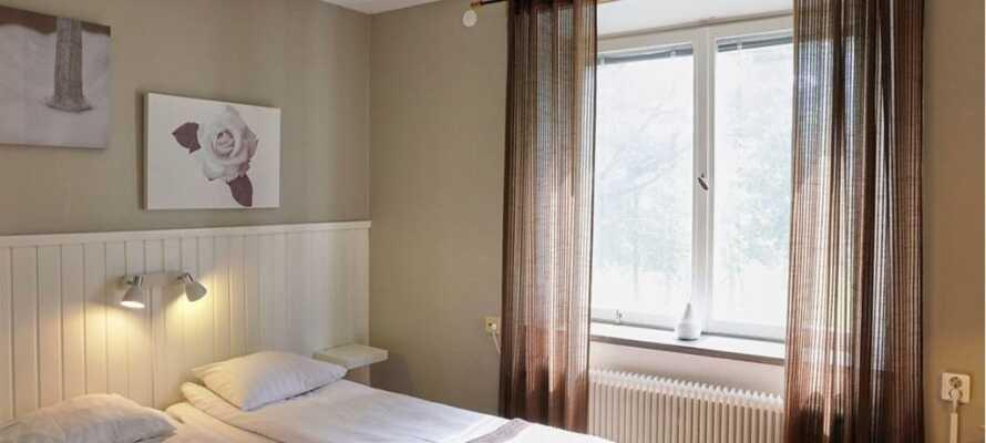 Koppla av på hotellets mysiga rum som är perfekta för att ladda batterierna inför nästa dag!