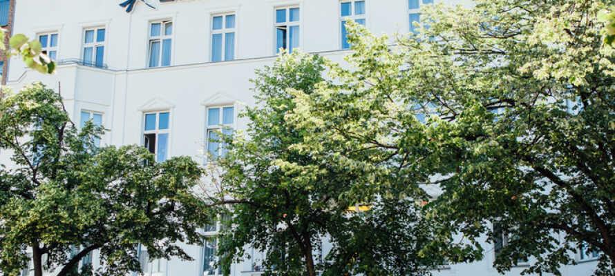 Hotellet är inrett i en vacker historisk byggnad på Potsdamer Straße med närhet till centrum och Tiergarten.