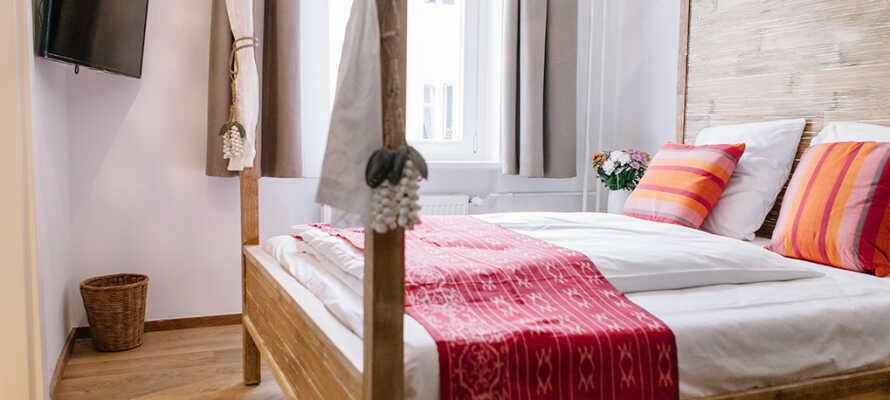 Hotellrummen är individuellt inredda med en stor del av möbler från Bali.