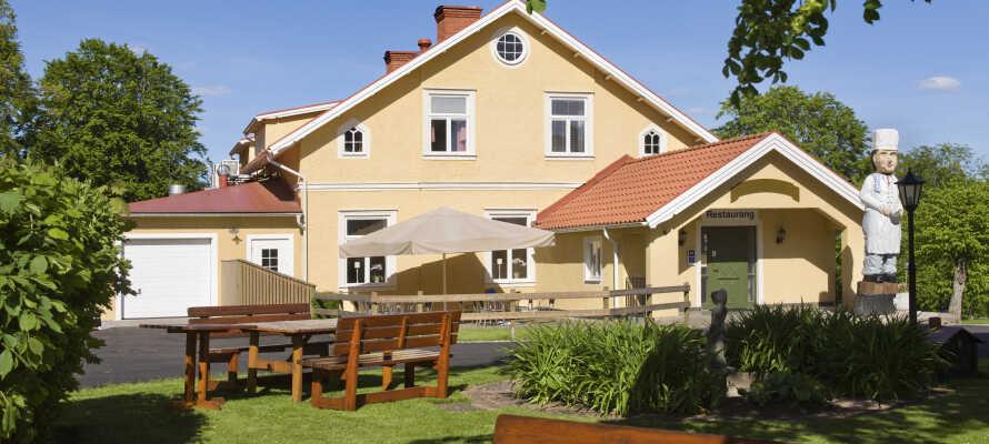 Dieses Hotel ist in einem alten Herrensitz eingerichtet, von Ruhe umgeben und Wald und See liegen gleich um die Ecke.