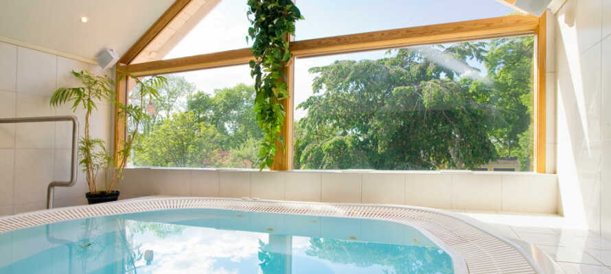 Nyt ferielivet på hotellets lille spa med boblebad, dampbad og badstue.