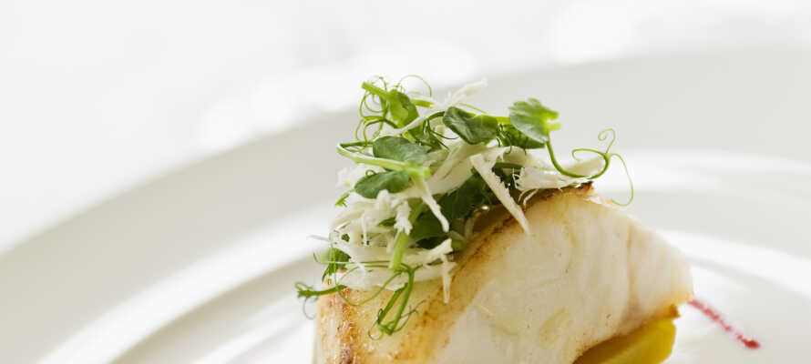 I restauranten kan I nyde traditionelle svenske retter med et moderne twist, som tilberedes med lokale råvarer.