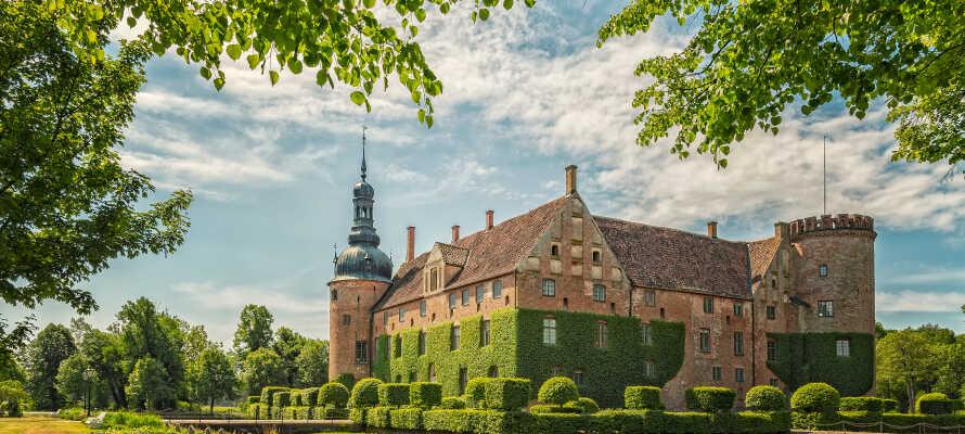Der findes adskillige smukke og besøgsværdige slotte i nærheden af hotellet, som f.eks. Vittskovle Slott.