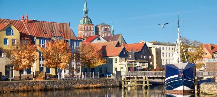 Upplev den vackra hansestaden Stralsund, med sina många butiker och museum, samt UNESCO-listade gamla stadsdel.