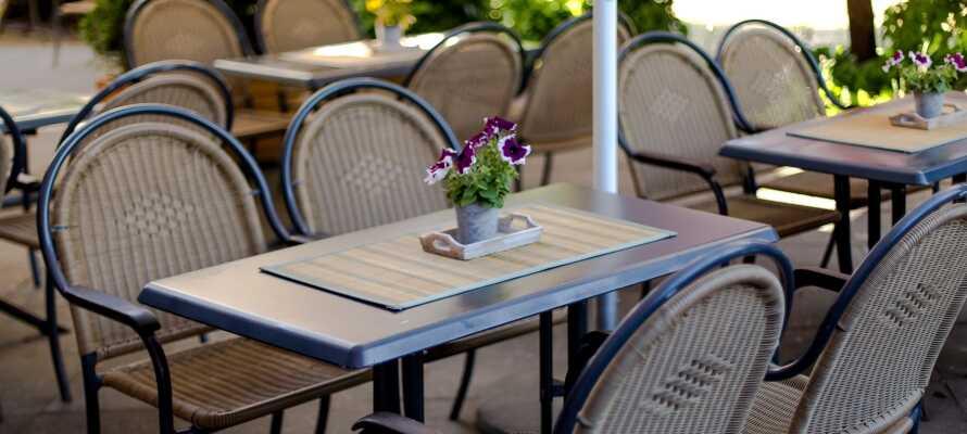 Hotellet ligger i Gross Lüdershagen, få kilometer syd for Stralsund, og tilbyder hyggelige rammer for et oplevelsesrigt ophold.