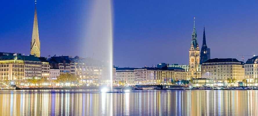 Hamburg har en skjønn beliggenhet og i midten av byen finner dere Alster, det skaper en hyggelig stemning.