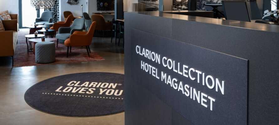 Hotellets flotte Deluxe-værelser ligger på 6. etage og har højt til loftet samt udsigt enten over havet eller byens tage.