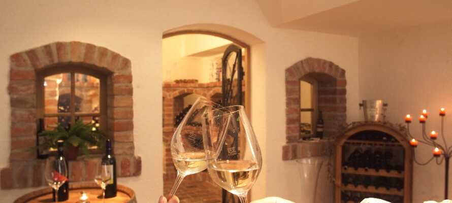Hotellet har egen vinbar, hvor I kan nyde smagen af en række østrigske vine.