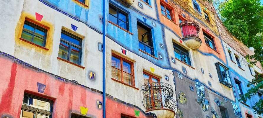 Strosa längs med Wiens vackra gator och upplev arkitektoniska höjdpunkter såsom Hundertwasser-huset.