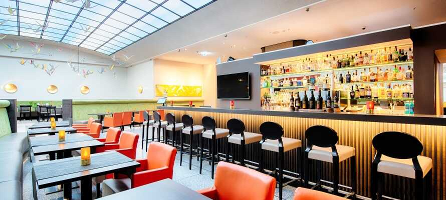 Hotellet är modernt och komfortabelt inrett och här hittar ni både en trevlig bar och en restaurang