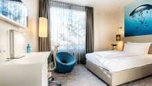 Der er både enkeltværelser og dobbeltværelser til rådighed, og dobbeltværelserne kan bookes med en ekstra opredning.