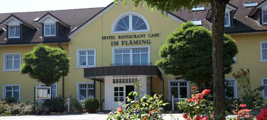Hotellet ligger utmerket plassert nær naturreservat i et rolig område med mange aktiviteter og møtesteder.