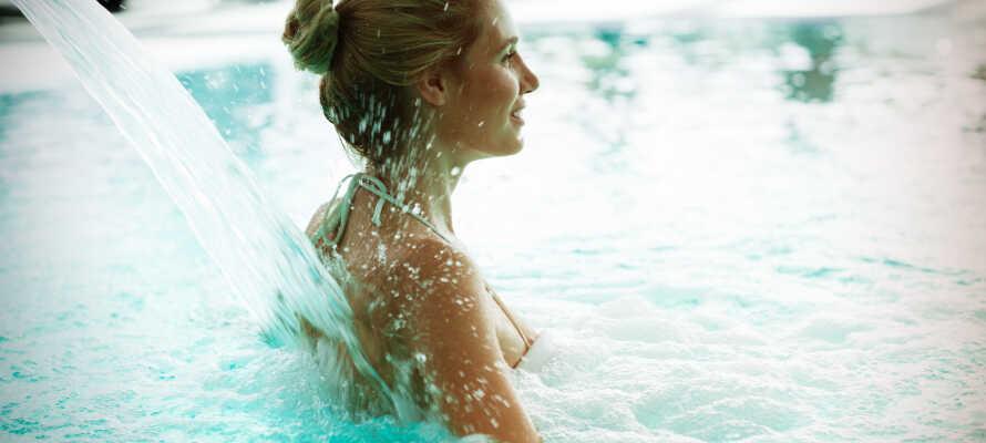 Ta ett dopp i baden i Stein Therme, som ligger i Bad Belzig. Gratis inträde är inkluderat i ett hotellpaket.